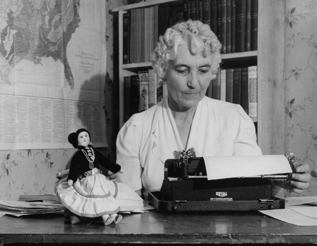 Fotografía decorativa: Ruth Murray Underhill (1883-1984) por Smithsonian Institution