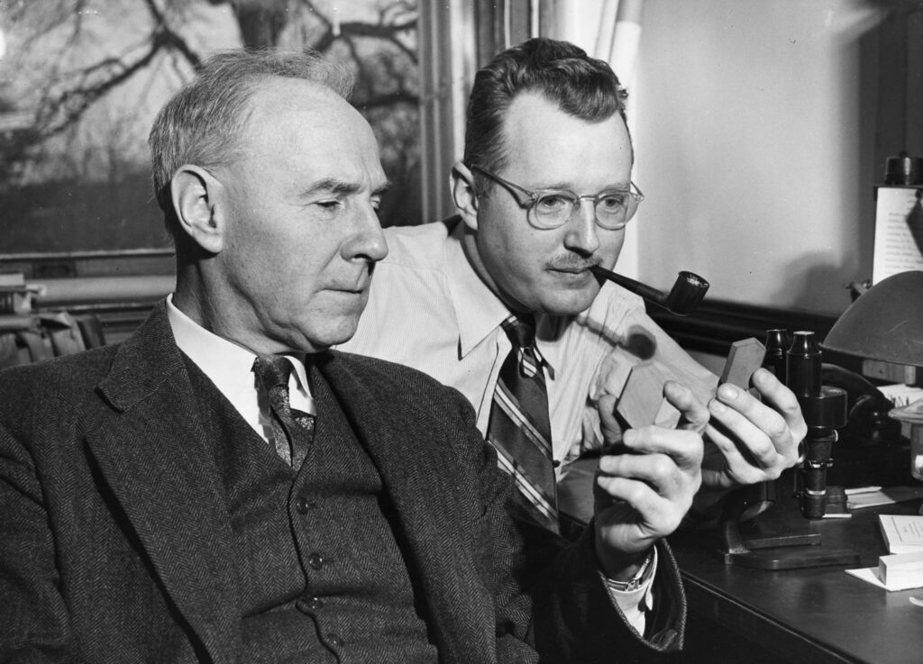 Norman Levi Bowen (1887-1956) y Orville Frank Tuttle (1916-1983)