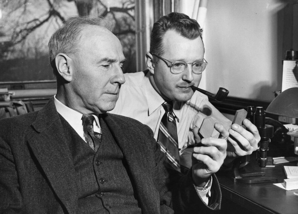 Fotografía decorativa: Norman Levi Bowen (1887-1956) y Orville Frank Tuttle (1916-1983)